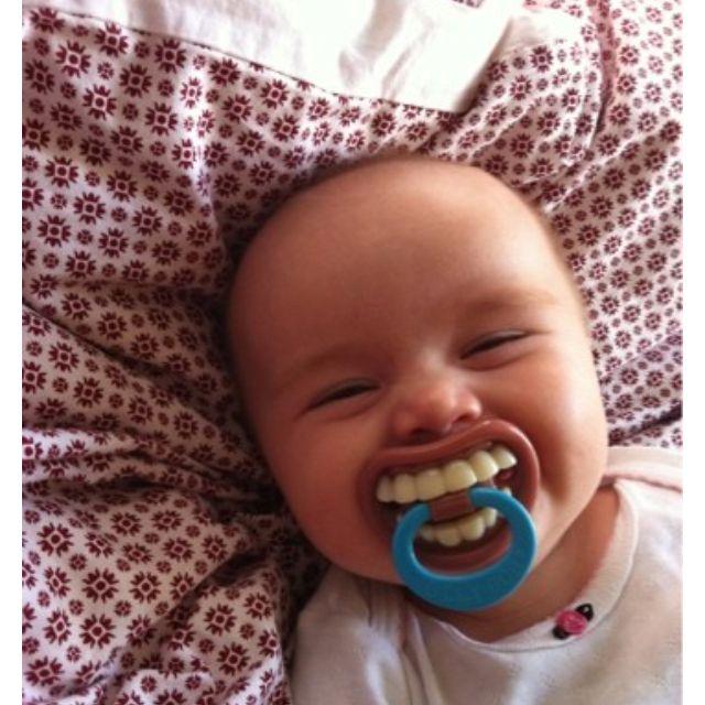 Bambino_ciuccio_funny_sorrisi_felici